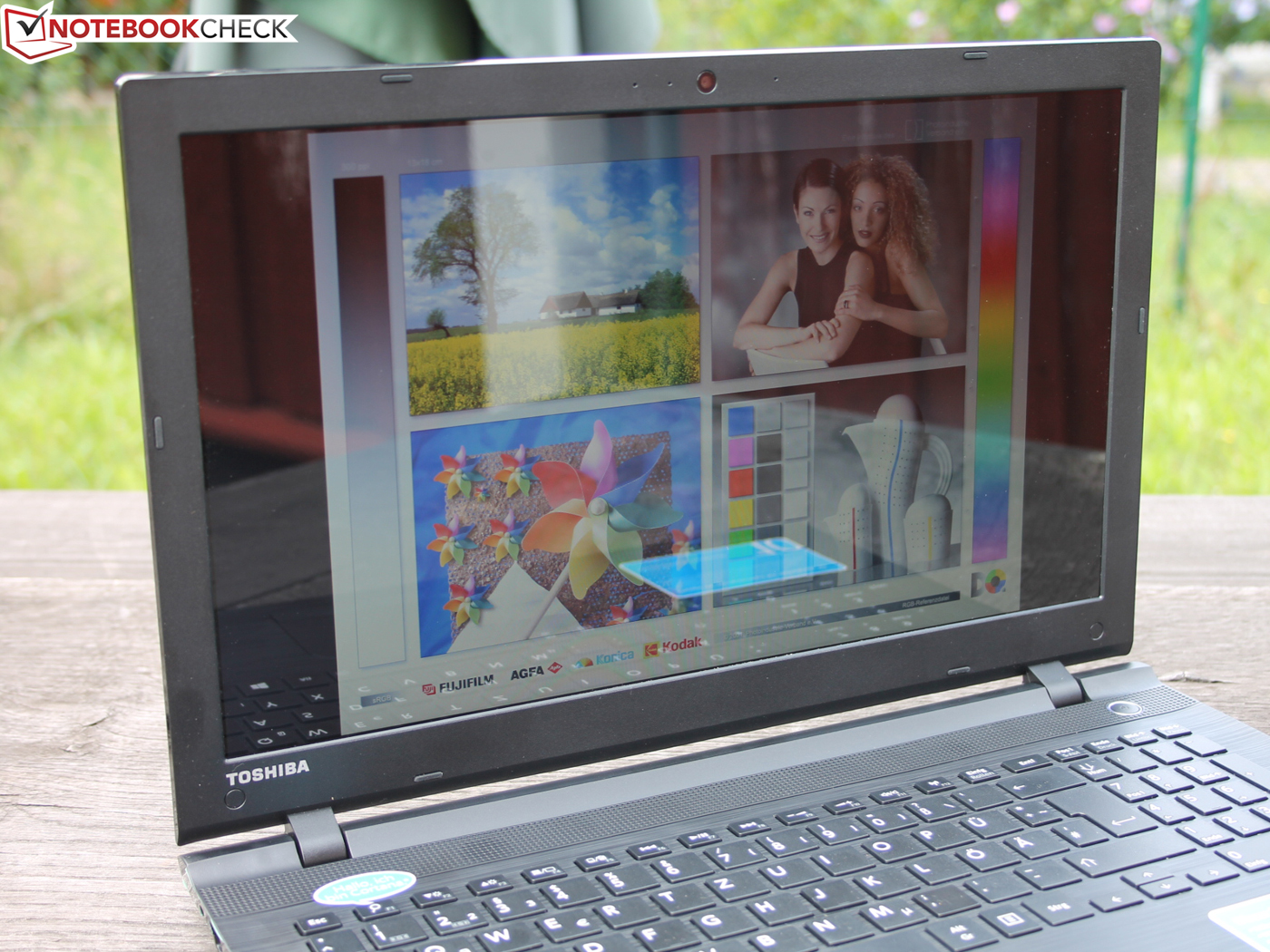 Critique compl te du pc portable toshiba satellite c55d c for Ecran pc brillant