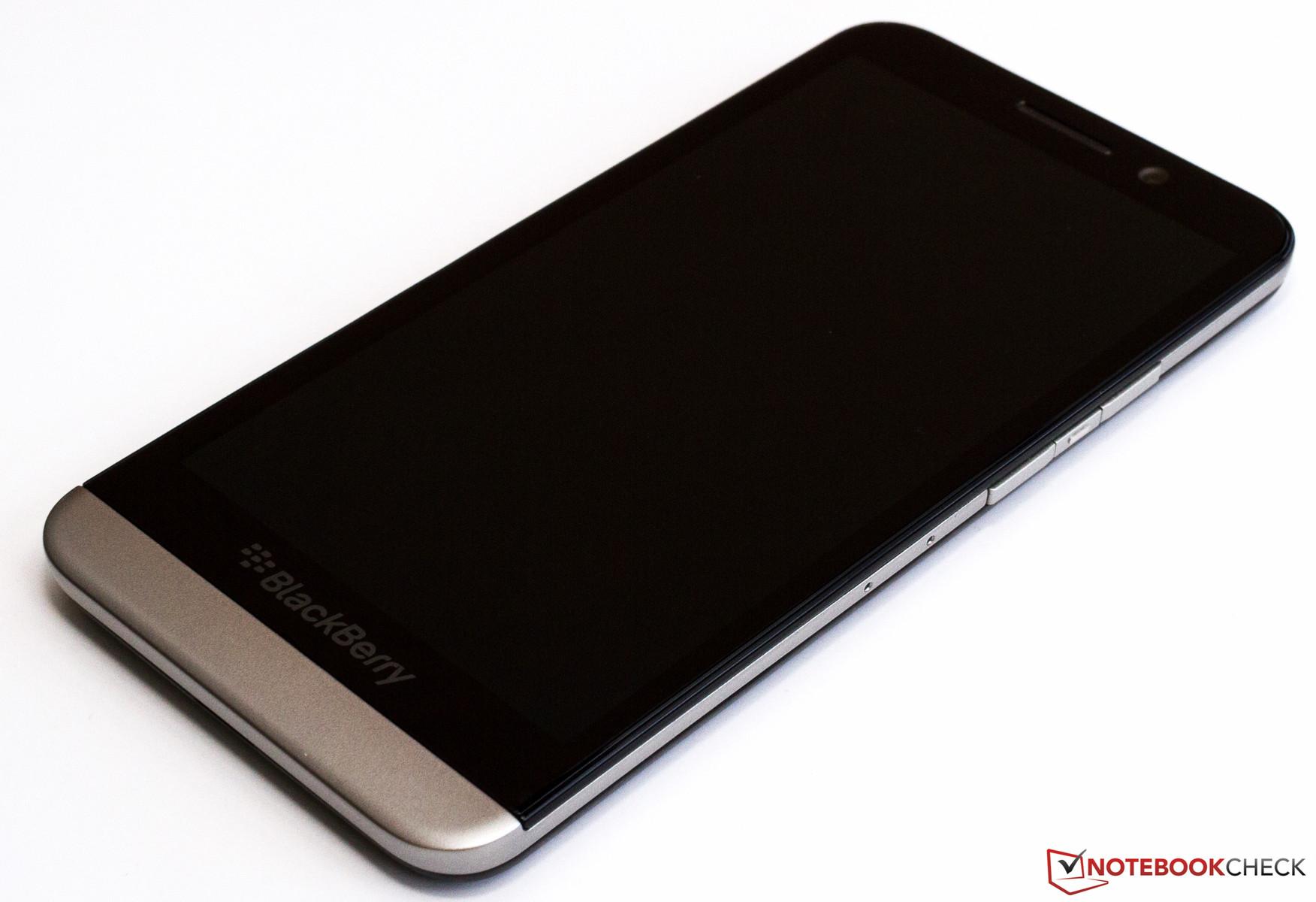 courte critique du smartphone blackberry z30. Black Bedroom Furniture Sets. Home Design Ideas