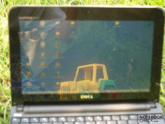 Dell Inspiron Mini 10 outdoors